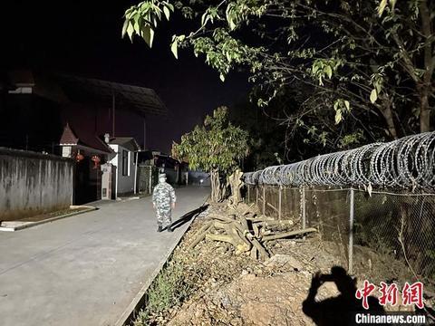 """夜访瑞丽疫情防控:""""灯火通明""""的中国边境线"""